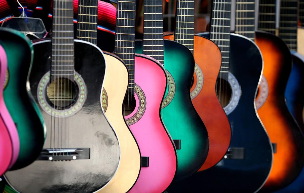 Как выбрать первую гитару?
